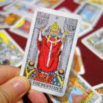【大アルカナ5番】法王(The Hierophant)の基本的な意味と正位置・逆位置